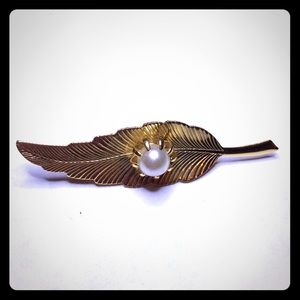 Vintage Gold Tone Feather Brooch
